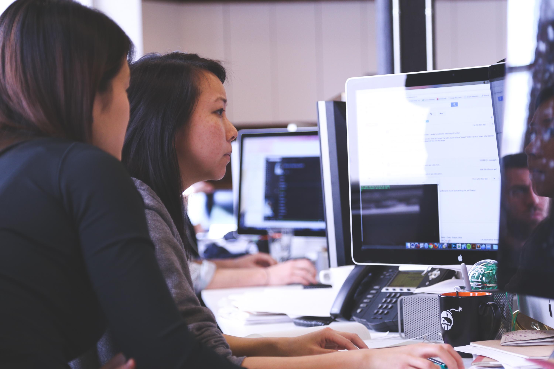 Сидя за компьютером можно ухудшить зрение, делайте массаж