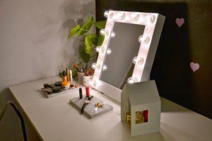 Гримерное-зеркало-для-макияжа-с-подсветкой